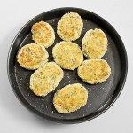 Рецепт: английские котлеты с лососем, брокколи и картофельным пюре
