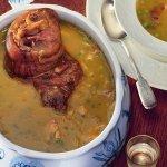 Рецепт: гороховый суп с мятой и свиной рулькой