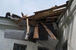 Резким порывом ветра сорвало крышу со здания детского отделения больницы ЦРБ Белая Калитва 29.03.2014 ФОТО