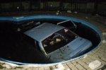 В Волгоградской области  женщину купавшуюся в свом бассейне придавил автомобиль