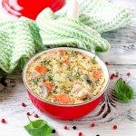 Рецепт: сырный суп с форелью и грибами