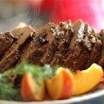 Рецепт: тушеная говядина с красным вином и цедрой апельсина