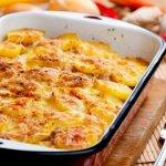 Рецепт: запеченный картофель в сливках и чесноке