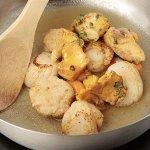 Рецепт: жареные гребешки под соусом бер-блан