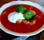 Рецепт: томатный суп с копчеными колбасками