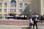 Какие предприятия и учебные учреждения расположены в поселке Шолоховском