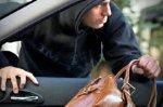 В Ростове из автомобиля припаркованного на улице Станиславского украли 2 млн рублей