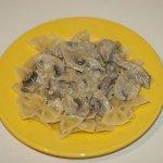 Рецепт: фарфалле со свининой в грибном соусе