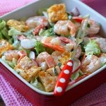 Рецепт: салат с омлетом и креветками