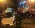 Пожарный КАМАЗ по пути на вызов снес легковушку в Батайске