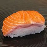 Суши с лососем (сяке)