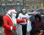 В Ростове новогодние подарки получили около ста бездомных
