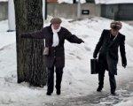 В Ростове тротуары от наледи расчищают около 2,5 тысячи дворников