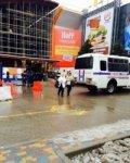 Охранники ТРЦ «Горизонт» не дали замерзнуть эвакуированной ростовчанке