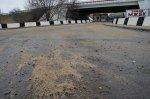 В Батайске с гололёдом боролись шесть машин