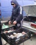Таганрожцы заплатят штраф за торговлю рыбой на тротуаре