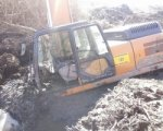 В Таганроге в грязи утопает 30-тонный экскаватор
