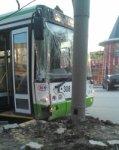 В Ростове на проспекте Сельмаш автобус врезался в опору освещения