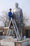 Памятники воинам ВОВ реконструируют в Белокалитвинском районе