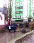 Соцсети: в Ростове на Орбитальной эвакуатор при погрузке уронил автомобиль