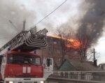В Ростове горит четырехэтажный жилой дом