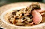 Фаршированная свинина с грибным соусом