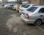 В Ростове на Нансена прокололи колеса двум десяткам автомобилей
