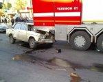 Пожилой ростовчанин на ВАЗ-2106 врезался в машину пожарных