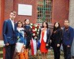 Юные ростовчане возложили цветы у тюрьмы «Steinwache» в Германии
