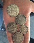 В центре Ростова цыганенок пытается продать поддельные монеты