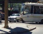 Трамвай и «Волга» остановили движение в центре Ростова