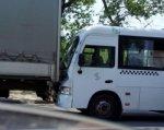 В Ростове в ДТП маршрутки и грузовика пострадали пять человек