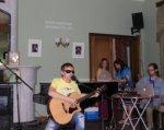 Незрячий певец из Ростова будет вести музыкальное шоу с Эвелиной Бледанс