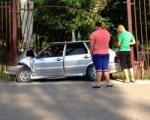 В Шахтах автомобиль снес ограждение центрального городского парка
