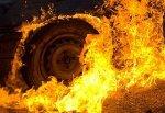 В г. Шахты загорелась «девятка» рядом с домом