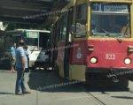 В центре Ростова трамвай столкнулся с автобусом, движение затруднено