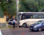 В Ростове маршрутка с пассажирами врезалась в столб
