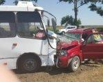 На трассе Ростов–Таганрог маршрутка столкнулась с иномаркой