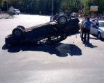 В Ростове в перевернувшемся автомобиле пострадала женщина