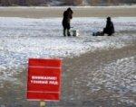 На Дону 16 рыбаков оказались на отколовшейся от берега льдине