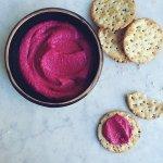 Розовый хумус