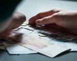 Жительница Дубовского района украла у пенсионера четыре тысячи рублей