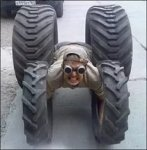В Ростове машиниста зажало в колесной арке автомобиля