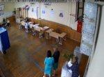 Подозреваемая во вбросе бюллетеней в Ростове по-прежнему работает бухгалтером гимназии