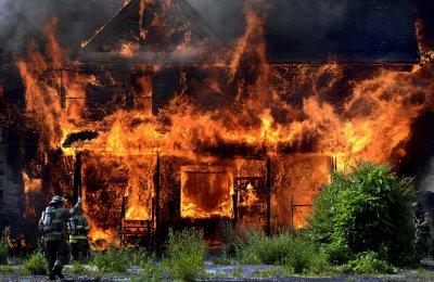 В центре г. Шахты в горящем доме погиб 64-летний мужчина