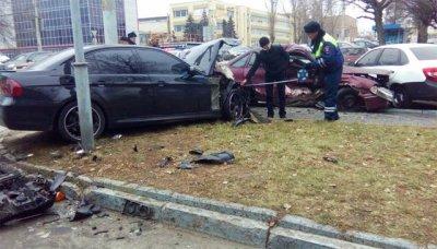 Столкнулись 6 автомобилей сразу в Ростове, пострадали двое