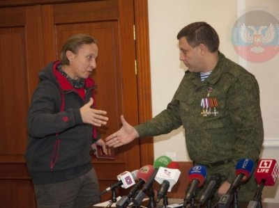 Глава ДНР вручил паспорт Ивану Охлобыстину