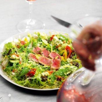 Салат нисуаз с базиликом