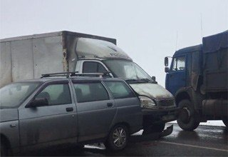 Столкнулись сразу 5 автомобилей на трассе Ростов — Таганрог