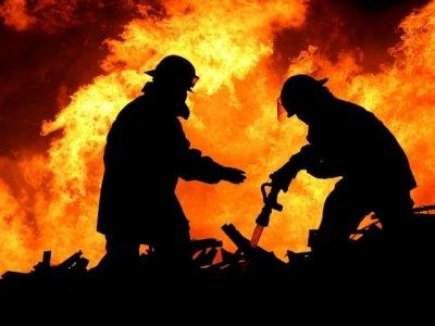 В Ростовской области загорелся ангар: огонь охватил 130 квадратных метров